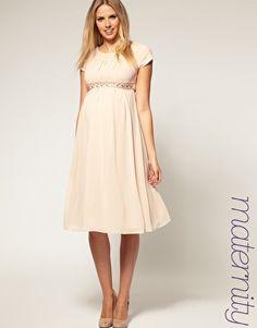 Love this maternity dress.