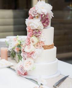 Featured Wedding Cake: Sugarlips Cakes
