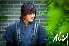 "Latest photo of Lee Min Ho in ""Faith"""