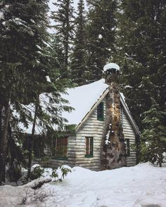 Cozy cabin in the woods ❄️ Winter Cabin, Cozy Cabin, Cozy Winter, Winter Time, Cozy House, Cabana, Log Cabin Homes, Log Cabins, Mountain Cabins