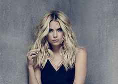 While the last episodes of Season 7 of Pretty Little Liars will be released on April will Ashley Benson be the star of the spin-off series? Pretty Little Liars Saison, Marlene King, Young Actresses, Ashley Benson, Season 7, Told You So, Long Hair Styles, Stars, Hanna Marin