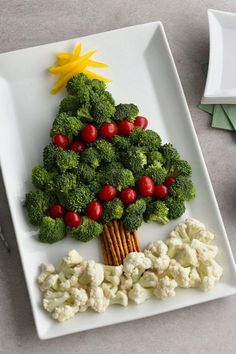 47 Super Ideas Appetizers For Party Winter Veggie Tray Christmas Veggie Tray, Christmas Party Food, Xmas Food, Christmas Cooking, Christmas Goodies, Christmas Desserts, Merry Christmas, Christmas Cheese, Christmas Night