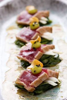The most delightful site for sushi how-to's Tuna Tataki Wine Recipes, Food Network Recipes, Cooking Recipes, Tapas, I Love Food, Good Food, Yummy Food, Yummy Lunch, Seafood Dishes