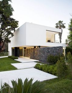 Carrara House by Andres Remy Arquitectos | http://www.designrulz.com/design/2013/05/carrara-house-by-andres-remy-arquitectos/