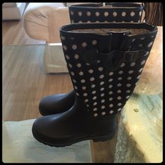 ✨ BLACK & WHITE RAIN BOOTS✨ Brand new. Never worn. Perfect for the rain season. Chooka is a great brand also. Chooka Shoes Winter & Rain Boots