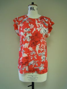 As if we haven't had enough of The Birds in comes another new top...a little bit floral, a little bit oriental - Shanghai Shift Top £34 in now