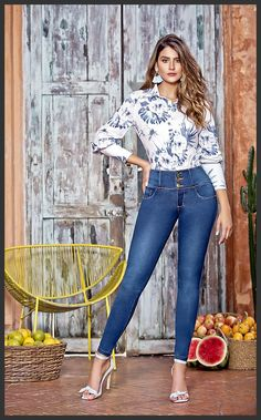 Ladies Night Outfit, Night Outfits, Chic Outfits, Looks Jeans, Lace Jeans, Foto Casual, Curves Workout, Stylish Girl Images, Jean Top