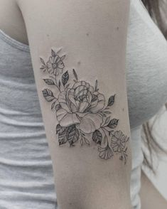 """490 Likes, 3 Comments - Phoebe Hunter (@phoebejhunter) on Instagram: """"Rose and cosmos for Kaitlyn! Thanks for coming . . . . #floraltattoo #flowertattoo #flowers…"""""""