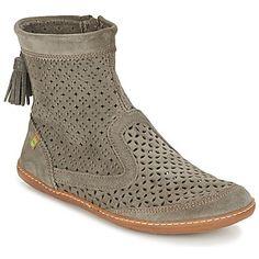 Polokozačky El Viajero Boot od značky El Naturalista, to je skutočná módna zbraň hromadného zvádzania. Skrytý potenciál topánok poodhalíte pri pohľade na zvršok z kože v šedej farbe. Navyše, pevná gumená podrážka je nesmierne pohodlná. Sú dokonalé, ako aj vy! - Farba : šedá - Topánky Damy 95,20 eur