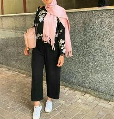 Update Your Look With These Simple Fashion Tips – Designer Fashion Tips Hijab Fashion Summer, Modest Fashion Hijab, Modern Hijab Fashion, Street Hijab Fashion, Casual Hijab Outfit, Hijab Fashion Inspiration, Hijab Chic, Muslim Fashion, Modest Outfits
