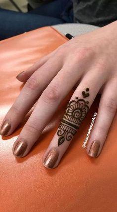 Ideas for tattoo ideas finger henna mehndi - Charlottes Lieblings tatooideen - Henna Designs Hand Henna Tattoo Bilder, Henna Tattoo Muster, Small Henna Tattoos, Simple Henna Tattoo, Tattoo Henna, Diy Tattoo, Tattoo Small, Tattoo Neck, Henna Finger Tattoo