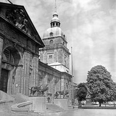 Turm und Eingangsportal in Darmstadt, Deutschland 1930er Jahre. Tower and entrance gate at Darmstadt, Germany 1930s.
