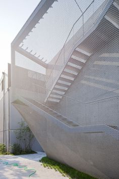 The Kukje Art Center by SO – IL is enveloped in a pliable  stainless steel mesh, diffusing the building mass