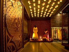 Distinguishing an exceptional retail experience from a milieu of custom-designed ones, Tashya, a bridal boutique in Chandigarh stands out for its traditional Indian imagery in more ways than one… Indian Interior Design, Showroom Interior Design, Boutique Interior Design, Retail Interior, Clothing Boutique Interior, Bridal Boutique Interior, Indian Theme, Indian Interiors, Store Interiors