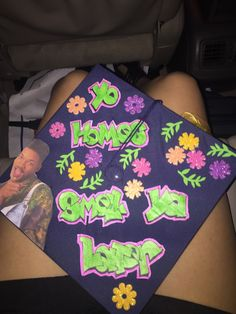 best graduation cap thus far. best graduation cap thus far. Funny Graduation Caps, Graduation Cap Toppers, Graduation Cap Designs, Graduation Cap Decoration, Graduation Diy, High School Graduation, Graduation Pictures, Graduation Photoshoot, Funny Grad Cap Ideas