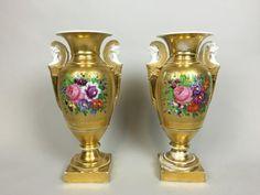 Lot : PARIS, XIXe Paire de vases en porcelaine polychrome et or à décor en réserve de [...]   Dans la vente Tableaux, Arts d'Asie, Mobilier & Objets d'Art à Hôtel des Ventes Giraudeau