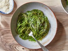 Chef and cookbook author Joshua McFadden's justifiably famous kale pesto inspired us to keep spreading the word that there is still no better or more delicious way to eat your greens. Kale Dip, Kale Pesto, How To Cook Kale, How To Cook Pasta, Wheat Pasta Recipes, Kale Recipes, Healthy Recipes, Healthy Nutrition, Healthy Food