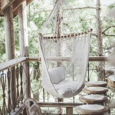 inspiration-deco-boheme-chic-hamac- the spot to hangout Hammock Chair, Swinging Chair, Diy Chair, Hammock Swing, Hammock Ideas, Chair Cushions, Outdoor Hanging Bed, Hanging Beds, Outdoor Decor