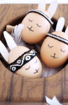 Die süßen Ostereier im Boho Look sind ganz schnell fertig! Die ganze Anleitung gibt's auf dem Blog http://www.paulsvera.com/post/ostereier-im-boho-look