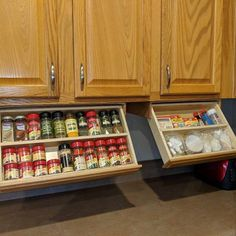 DIY Magnetic Dollar Store Spice Rack- If your spice cabinet is disorganized, you… – Gray N Black Organize Kitchen New Kitchen Cabinets, Upper Cabinets, Kitchen Pantry, Kitchen Appliances, Kitchen Tools, Unfinished Cabinets, Cheap Kitchen, Kitchen Shelves, Kitchen Backsplash