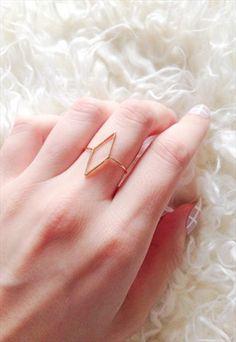 GOLD MINIMALIST DIAMOND RING