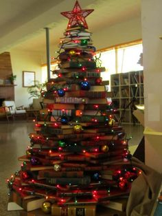 Gardening and Lanscaping : 16 Christmas Tree Books Gardening and Lanscapings Recycled Christmas Tree, Unusual Christmas Trees, Book Christmas Tree, Book Tree, Office Christmas, Christmas Love, Xmas Tree, All Things Christmas, Christmas Lights