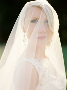 Sheer ivory tulle veil   photography by http://mastinstudio.com/