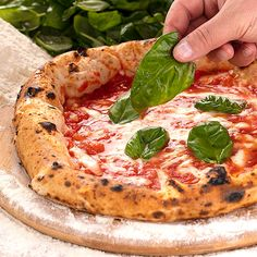 Gluten-free shouldn't mean you have to miss out on pizza: ask Diego Vitagliano, who makes delicious Neapolitan pizzas with a well-defined crust. Let's make it at home!