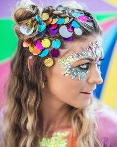 10 Cheap Festival Makeup Essentials - UK - You don't have to go broke this festival season! Here are our picks for cheap festival makeup! Festival Hair, Festival Makeup, Festival Looks, Festival Outfits, Festival Fashion, Concert Outfits, Diy Festival, Festival Style, Face Gems