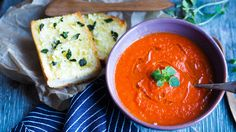 Tomat og paprikasuppe med hvitløksbrød – Ida Gran-Jansen