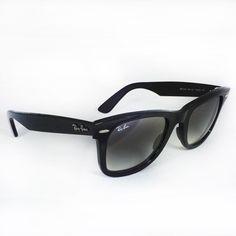 #OtticaCillo #RayBan Original Wayfarer Classic RB 2140 901/32 50-22 Ray-Ban Original Wayfarer Classics sono il modello più riconoscibile nella storia degli occhiali da sole. Sin dal 1952, anno della sua creazione, il modello Wayfarer classico ha acquisito una grande popolarità tra celebrità, musicisti, artisti e amanti di uno stile impeccabile. Da sempre gli occhiali da sole Original Wayfarer Classics rappresentano una vera e propria icona. Su otticacillo.com