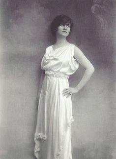 Coco Chanel (1910) #CocoChanel Visit espritdegabrielle.com | L'héritage de Coco Chanel #espritdegabrielle