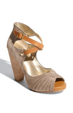 00e95ec13f9fb0 I want to be drinking wine outside and wearing these. Gorgeous Heels