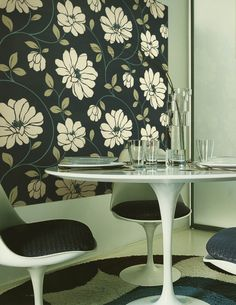 Swooping daisies careen across the walls with this vintage inspired wallpaper pattern.
