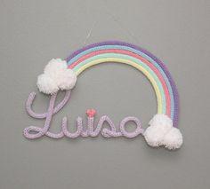 🌈 Luisa 💕👉🏻orçamentos via direct ou (16)99756-8645 #coisasdamatilda #matilda #luisa #lulu #rainbow #arcoiris #tricotin #nomeemtrico…