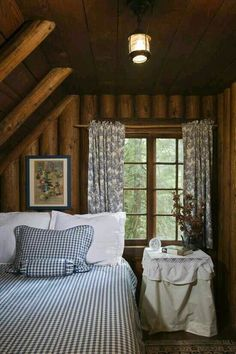 Cozy Cabin Bedroom Decoration Ideas - Page 19 of 38 Log Cabin Bedrooms, Log Cabin Homes, Log Cabins, Cabin In The Woods, Cottage In The Woods, Rustic Cottage, Cozy Cottage, Cozy Cabin, Cozy House