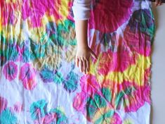 tie dye with toddlers Crafty Kids, How To Dye Fabric, Toddler Preschool, Creative Crafts, School Projects, Tie Dye Skirt, Crafts For Kids, Toddlers, Clothes