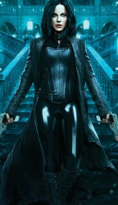 Badass beauty, Kate Beckinsale as Selene out to end the long, violent wars between the Lycan clan and the Vampire faction who betrayed her in Underworld: Blood Wars. Underworld Selene, Underworld Movies, Underworld Vampire, Underworld Kate Beckinsale, Fantasy Women, Fantasy Girl, Films Cinema, Vampire Girls, Female Vampire