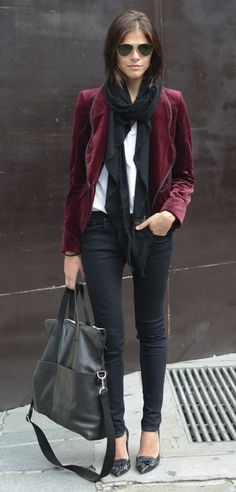 Take a look at the best what to wear with velvet jeans in the photos below and get ideas for your outfits! Neutral coloured over the knee boots will look great paired with an all black outfit. Fashion Week Paris, Big Fashion, Look Fashion, Fashion Trends, Fall Fashion, Fashion Models, Style Casual, My Style, Classy Casual