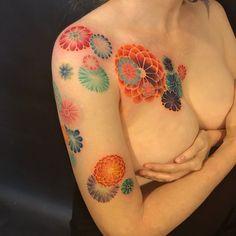 "816 Me gusta, 20 comentarios - 彫顔一門(彫茜)Lucy Hu (@lucylululu) en Instagram: ""#kimono #kimonopattern #graphicdesign #coverup #geometrictattoo #geometricart #tattoo #flowerdesign…"""