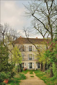 Paris Montmartre : Cité Montmartroise des Artistes rue Norvins - EXPLORE | Flickr - Photo Sharing!