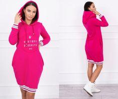 87727bae5888 Fuchsiové modern šaty v štýle mikiny. Krásny módny kúsok