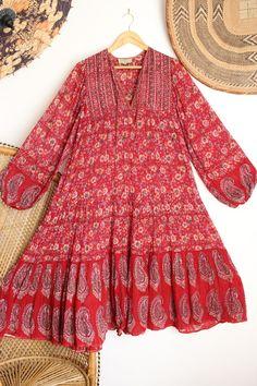 Vintage Rare Adini Red Floral Cotton #simonerivervintage #vintage #indiadress Hippie Dresses, Indian Dresses, Boho Chic, Vintage Dresses, Vintage Outfits, Gypsy, Boho Fashion, Fashion Outfits, Quoi Porter