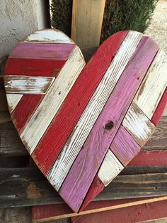 Wooden Crafts Wooden pallet heart lg by DoodlesbyDiana on Etsy Recycled Pallets, Wooden Pallets, Wooden Diy, 1001 Pallets, Wooden Pallet Projects, Pallet Art, Pallet Ideas, Pallet Wood, Wooden Pallet Signs