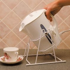 This Jug Kettle Tipper allows you to place your kettle in a secure cradle and makes pouring simple and safe. Constructed with a strong wire frame, enabling you to pivot and pour without lifting the kettle. Disability Help, Occupational Therapy Activities, Wheelchair Accessories, Adaptive Equipment, Mobility Aids, Assistive Technology, Making Life Easier, Elderly Care, Kettle