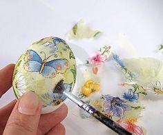 Великденски яйца, украсени в техника декупаж