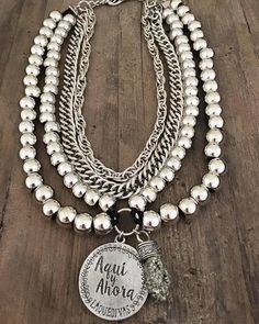 Pechera Aqui y Ahora Boho Jewelry, Beaded Jewelry, Silver Jewelry, Jewelry Accessories, Jewelry Necklaces, Beaded Necklace, Jewelry Design, Fashion Jewelry, Bracelets