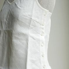 V‐necked camisole w/side buttons - linen