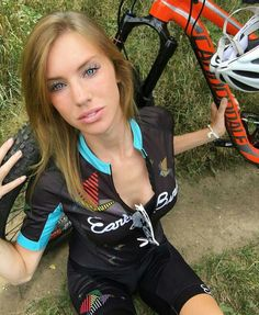 Babes velo at DuckDuckGo Cycling Wear, Cycling Girls, Cycling Shorts, Triathlon, Non Blondes, Cycle Chic, Bicycle Girl, Biker Girl, Fit Chicks