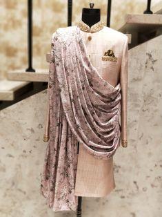 Pinterest • @bhavi91 Indian Wedding Clothes For Men, Wedding Outfits For Groom, Groom Wedding Dress, Indian Wedding Outfits, Wedding Suits, Indian Clothes, Indian Weddings, Wedding Couples, Wedding Ideas
